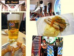 ミュンヘンといえば、やっぱりビール! この日はちょうどオクトーバーフェストの開催期間でもあり、レストランも昼間から大賑わい。アルコールに弱いクッシーもこの時ばかりはビール片手にソーセージとプレッツェルを楽しみました (^^)