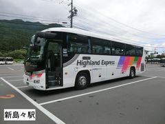 11:17 松本から30分、新島々に到着。 バスに乗り換えます。  上高地を縄張りにしているアルピコのバス。 以前は 'Highland Shuttle' のロゴが入った路線タイプのバスで運行していましたが、今は 'Highland Express' のロゴが入った高速路線タイプ(日野セレガ)を上高地線でも運用しているんですね。 では、乗りましょう。  ③アルピコ交通:上高地行 新島々駅.11:30→上高地.12:35