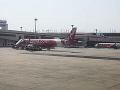 ドンムアン空港到着、乗客が少ないせいか随分早く着きました。