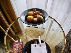 【Shangri-La Hotel, Bangkok】  メインの「シャングリラ・ウィング」は、中国大陸のお客さんで山ほどですが....
