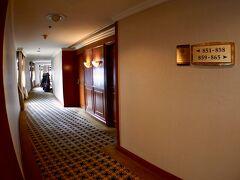 【Shangri-La Hotel, Bangkok】  ここは、なかなか人気ホテルになってしまい、毎回高すぎるか、満員で予約が取れませんでした(以前は、そーでもなかったのですが)。   写真:おお、綺麗ですが、少し老朽していると言いますか、カビ臭いと言いますか...