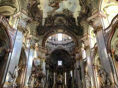 お宿からほど近い、聖ニコラス教会に立ち寄りました。