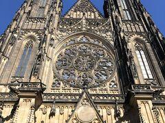 プラハ城、聖ヴィート大聖堂は圧巻です。