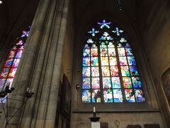 プラハ城にある大聖堂内はステンドグラスが有名。 聖ヴィート大聖堂