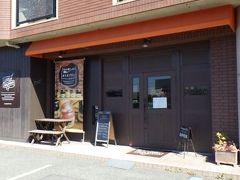 na.nan 県道沿いの洋菓子店。 勝山御殿から新下関駅へ戻る途中に利用。 席数は少ないものの、イートインスペースがあった。