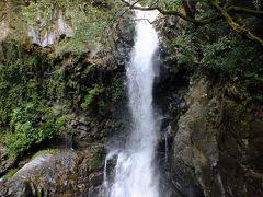 河津七滝の中では2番目に大きな滝ですが滝の近くまで行けるので迫力があります。 水飛沫が霧のように届きます。 河津七滝で一番マイナスイオンを感じられる滝です。