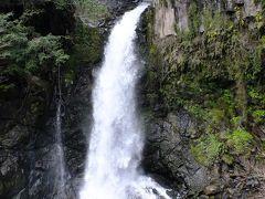 河津七滝最大の滝です。 出合滝で合流した川から流れ落ちています。