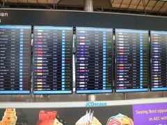 スワンナプーム国際空港に到着  この日、空港では、やたらと欧米人の姿を見かける。 感染拡大の欧米からバンコクに避難してきたのだろうか?