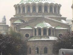 最初は聖ネデリア教会、ブルガリア正教の教会だそうです。 その歴史は謎に包まれているそうですが、10世紀ごろにはこの場所に教会が建っていたそう。 地震や、共産党からの迫害にも遭いつつ、今に至るそうです。 ブルガリアという土地が背負ってきた宿命と、平和の象徴みたいだなと思いました。