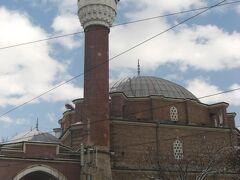 こちらはモスク。バーニャ・バシ・ジャーミヤ。 トルコと同じような形。バルカン半島のモスクもこんなスタイル。 モスクは、その時代、その土地の流行が反映されつつ、国を越えて似通っているのが本当に面白い。