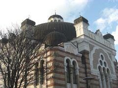 引きで一枚。1909建造、ブルガリアの美しい建造物の一つに挙げられているそうです。