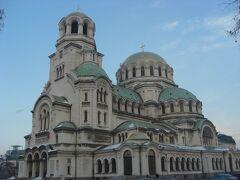 最後は、ここ! アレクサンドルネフスキー大聖堂! ブルガリア正教会の大聖堂だそうです。ネオ・ビザンティン建築様式って言うらしいです。