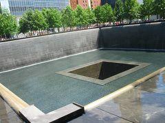 9/11メモリアルサウスプールです。南側のビルがあったところです。犠牲になられた皆さんのお名前が刻まれています。