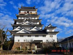 なかなかスリムながら大きい天守閣・・・西日本一の城として築城されたと言われる立派な城です、現在400年事業を開催中のようです。 https://fukuyama400.jp/