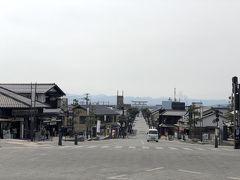 出雲大社前の交差点から神門通りを望んだ様子です.遙か彼方に大鳥居が見えます.逆になりますが,あとで行ってみようと思います.