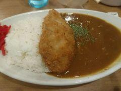 熊本空港についたらお昼にします。 カレー食堂 肥後咖?研究所でロースカツカレー。 今は閉店しちゃっているみたいです。。。