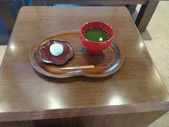 さらに、熊本城香梅庵さんで和菓子を。 お茶もついて100円はお得!