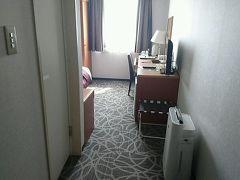 博多のお宿は「天然温泉 八百治の湯 八百治博多ホテル」。