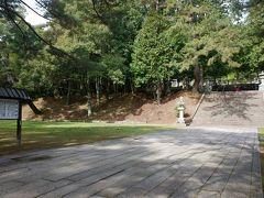 ちょっと坂道を登って香山公園へ。鴬張りの石畳、足踏みしたり、手を叩くと音が響きます。