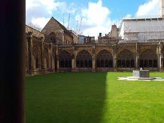 ウェストミンスター寺院の内部に入ることができました。ハリーポッターのような光景です。