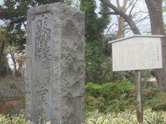 公園に入ったところにあったのは「江古田古戦場」の碑 享徳の乱(1454年~1482年)の最中の文明9年(1477年)に太田道灌と豊嶋泰経らが激しい合戦を繰り広げた場所だそうです