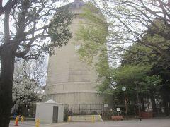 みずのとう公園 「みずのとう」とは「水の塔」 公園内にあるのは野方給水塔(高さ33.6m) 現在は災害用給水槽として使われています