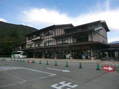 8:44 宿から徒歩5分。 平湯温泉バスターミナルです。