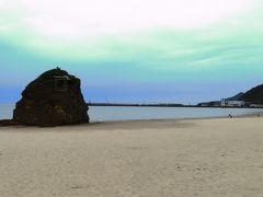 稲佐の浜  旧暦の10月、八百万の神々が出雲に集まる際、はじめに足を踏み入れるのがここ稲佐の浜です。
