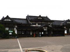 旧大社駅  1912年に旧国鉄大社駅として開業し、現在の駅舎は1924年2月に改築されたものです。かつて出雲大社へ参拝する観光客の玄関口として利用されていました。今では廃駅となっています。 建物は重要指定文化財に指定されています。