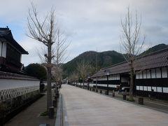 殿町通り、なまこ壁と石畳が続くメインストリートです。