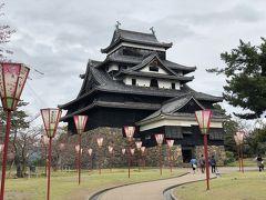 国宝松江城の天守閣!立派なお城ですね.石垣がとてもカラフルで美しいなぁ♪