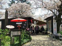 峠の茶屋。ここだけ営業してました。例年なら100軒程の屋台が出るんですが・・・