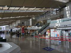 新潟空港一階の様子です。意外に?失礼!、広く近代的な空港です。