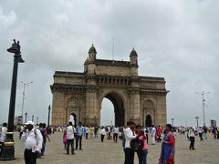 最後に訪れたのがインド門です。  思っていた以上に大きなものでした。このエリアに入るにもセキュリティチェックがありました。