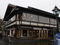 善光寺参りを無事終えて、正午頃~小布施に着きました。 自由時間50分が設けられ、まず竹風堂へ・・