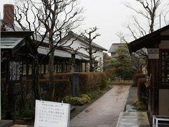 高井鴻山記念館 こちらは江戸時代の豪商:高井鴻山氏の作品や他の方々の絵が、邸宅内で紹介されているようです。 入場料@300円を惜しむわけではないのですが、時間がなかったので・・