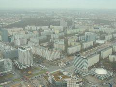 東ドイツが建てたテレビ塔から、旧東ベルリンの建物を望む
