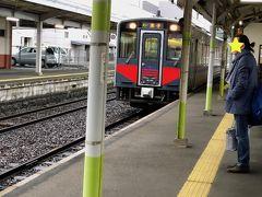 特急列車を1本見送り,17:38発の普通列車に乗りました.