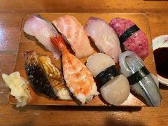 この日も親方におまかせにぎりを二人前頼みました.こちらのお寿司はネタを軽く燻るようですね.美味しかったです(これで確か1,200円です♪).美味しいお酒も戴き,同席した地元のお客さんとも話が盛り上がり,みさぱぱは上機嫌でホテルに戻りました.