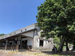 こちらは国の登録有形文化財「旧三角海運倉庫」を改装したレストラン。