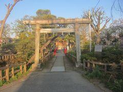 池に浮かぶ厳島神社