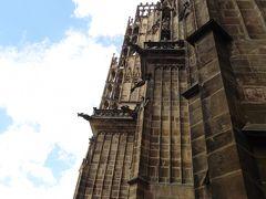 聖ヴィート大聖堂。  天井の高さ34メートル、幅60メートル、そして奥行きは何と124メートルあり。