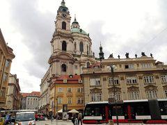 聖ミクラーシュ教会の鐘楼と塔はどこから見ても圧倒的な存在感。プラハ城からの眺めも綺麗でした。