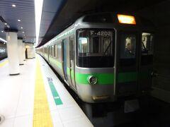 札幌行きの快速エアポート。 真ん中に指定席車両を挟んだ6両編成。
