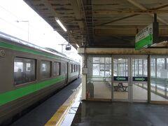 新千歳空港駅を出発、トンネルの中を走って、約3分で南千歳駅に着いた。 この駅で下車。