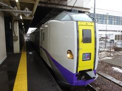 スーパーとかち1号、札幌発帯広行き。 前回(8年前)乗った時と同じ形式の車両だけど、塗装が変わった。