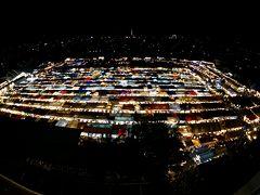 【ラチャダー鉄道市場 Train Night Market Ratchada】  これですね。例のインスタ映えの光景。