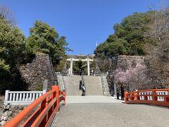 甲府駅からバスに乗って、まずは武田神社へとやってきました。