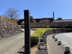 甲府城跡(舞鶴城公園)に来ました。甲府城は、豊臣政権時代に築城され、その後江戸時代初期に拡充されたお城で、江戸防衛の拠点となった場所です。戊辰戦争でも、甲府のあたりで激戦がありましたし。