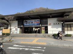 身延駅へとやってきました。この辺りの駅としては大変立派な駅です。駅前から路線バスにのって、身延山久遠寺を目指します。